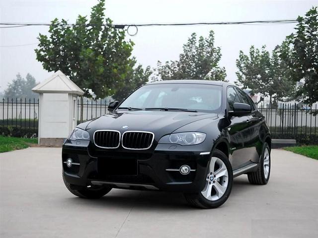 销售08款宝马X6 3.5i越野车,(另有其他车身颜色)现价15万销售,08年购入的车,异地可送车。无碰撞过,手续齐全车况好,全国可上牌落户,落地跑8000多公里左右,配置:3.5升双涡轮增压发动机、直列6缸发动机,6档运动型自动变速箱,悬架(前/后),BMW专业导航系统,运动型真皮方向盘,带换档拨片,车载电脑,电视接收功能,高保真扬声器系统,随动控制大灯,远光自动控制,主动转向系统,报警系统,附遥控器,巡航控制系统,带制动功能,后视摄像机,坡道起步辅助系统等,具体请来电详情了解,咨询与订购电话:0755