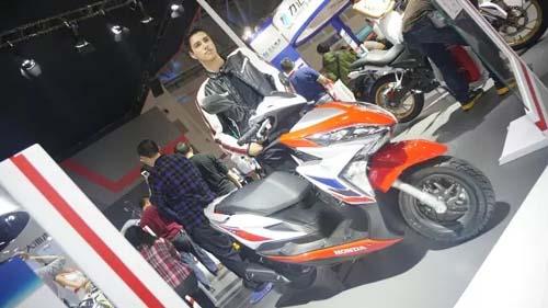 她搭载了本田最新款nsc125踏板发动机平台,配备本田第五代pgm-fi电喷