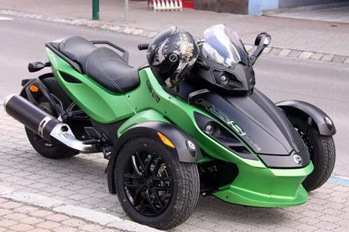 本田的三轮摩托车概念是对成功的can-am spyder做出的敏捷反应.