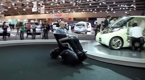 汽车霸主丰田开发倒三轮摩托车i-road