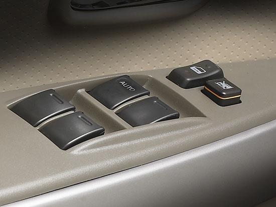 长城炫丽实拍图四门电动窗及中控锁按钮; 长城炫丽 1.