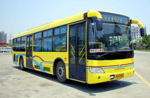上海公交线路上已投入使用的厦门金旅油电混合动力客车   高清图片